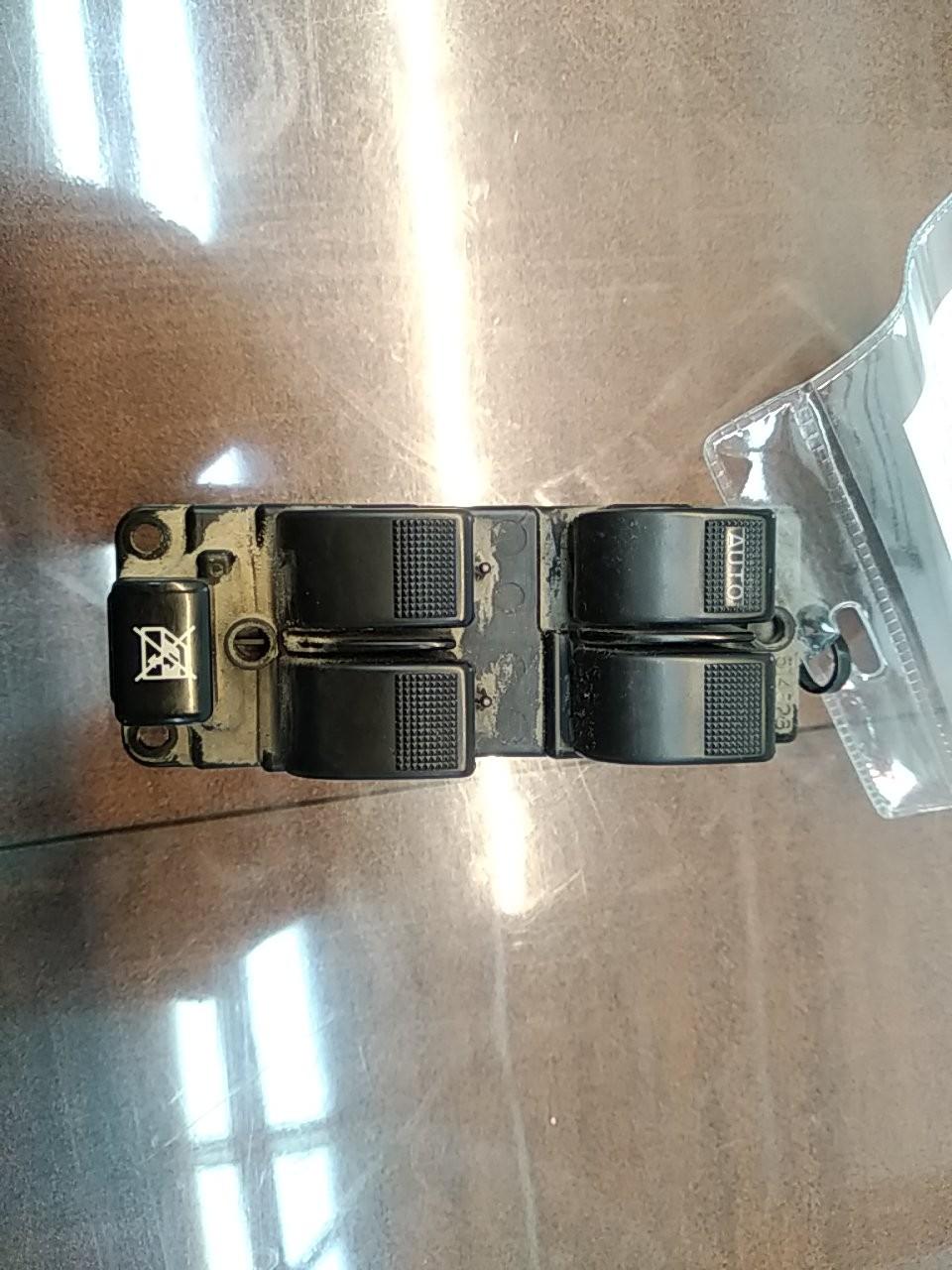 Interruptores dos Vidros Frt Esq (20399036).