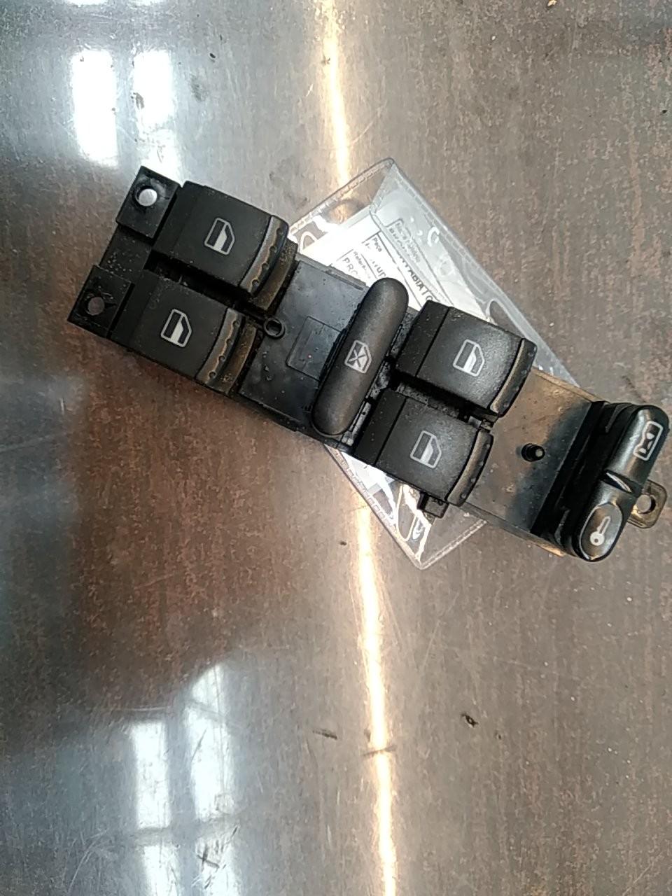 Interruptores dos Vidros Frt Esq (20402267).
