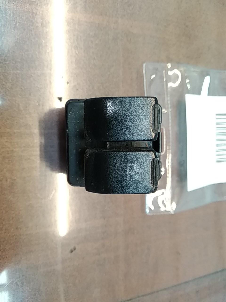Interruptores dos Vidros Frt Esq (20404621).