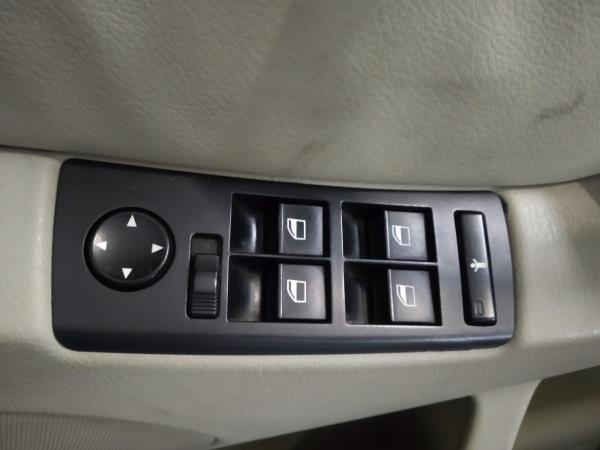 Interruptores dos Vidros Frt Esq (20404700).