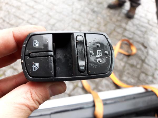 Interruptor vidros porta cond/pass (20224117).