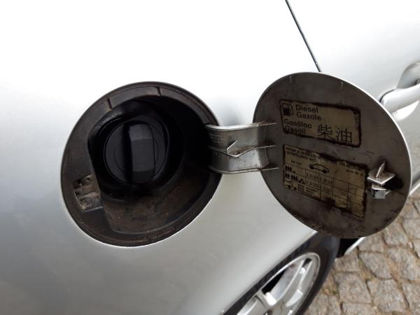 Porta de combustivel (20230456).