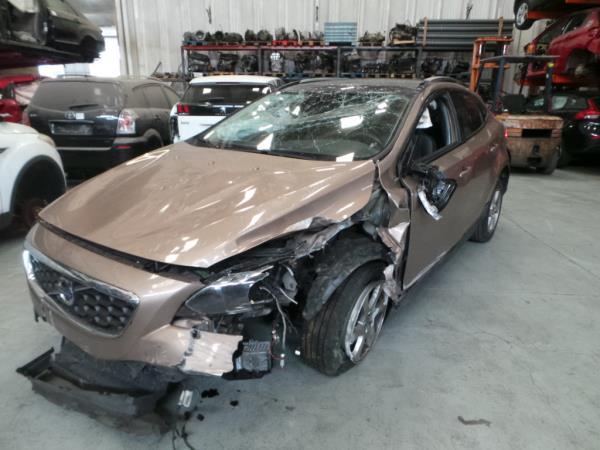 Salvados / Carros Acidentados com Documentos VOLVO V40 Hatchback (525, 526) | 12 -