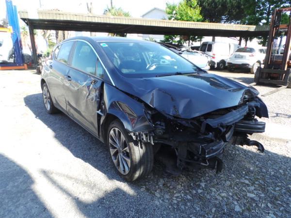 Salvados / Carros Acidentados com Documentos OPEL ASTRA K (B16)   15 -