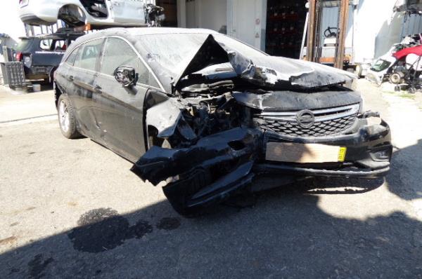 Salvados / Carros Acidentados com Documentos OPEL ASTRA K Sports Tourer (B16)   15 -