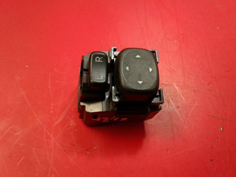 Interruptor / Botoes TOYOTA AVENSIS Combi (_T27_)   09 - 18