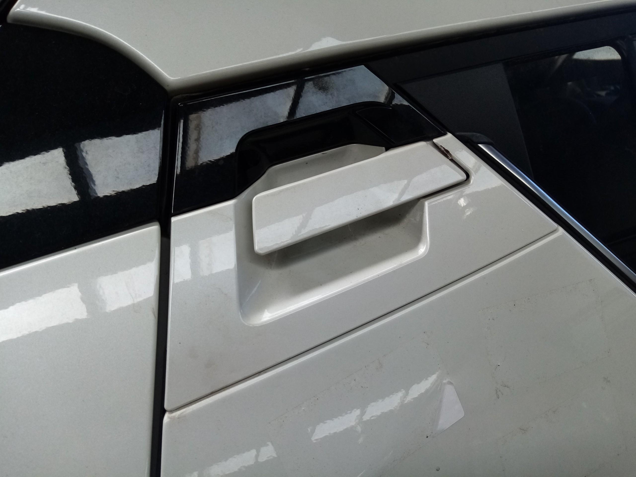 Puxador / muleta exterior tras direito (20216599).
