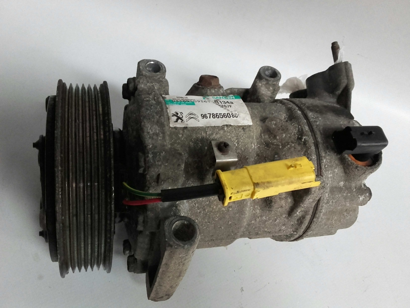 Compressor do Ar condicionado / AC (20207075).