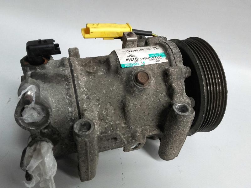 Compressor do Ar condicionado / AC (20207075).