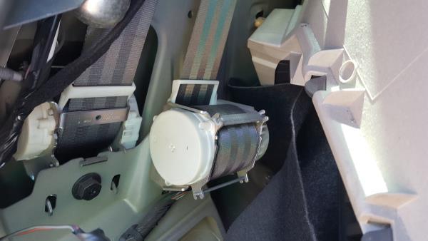 Rear Left Belt Tensioner / Seatbelt
