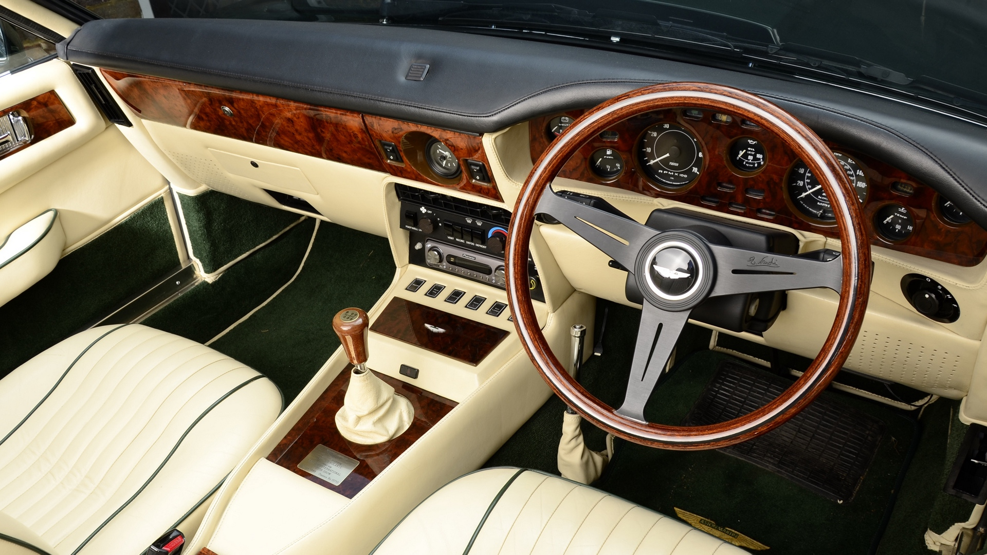 Aston Martin V Vantage Salon Interior Steering Wheel Speedometer X Hd Wallpaper Find Hd Wallpapers