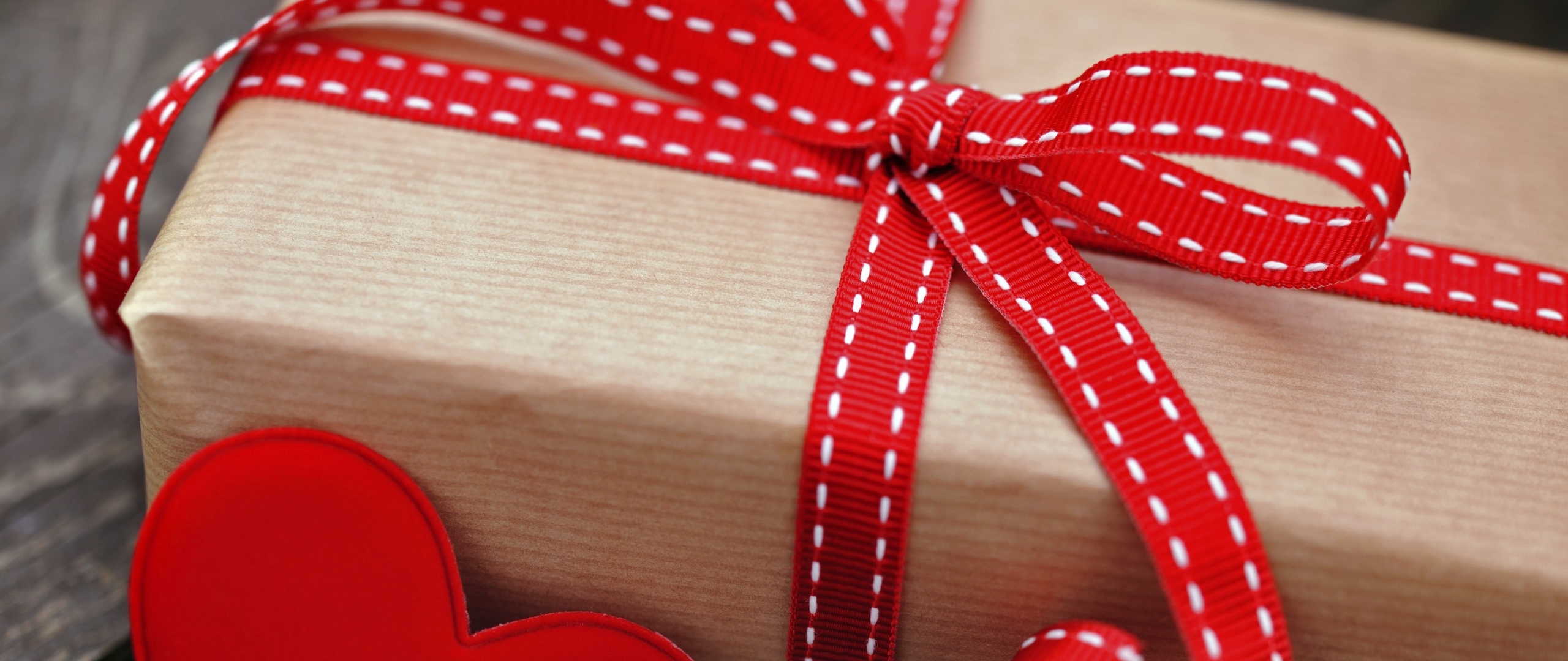 box gift holiday heart red tape x