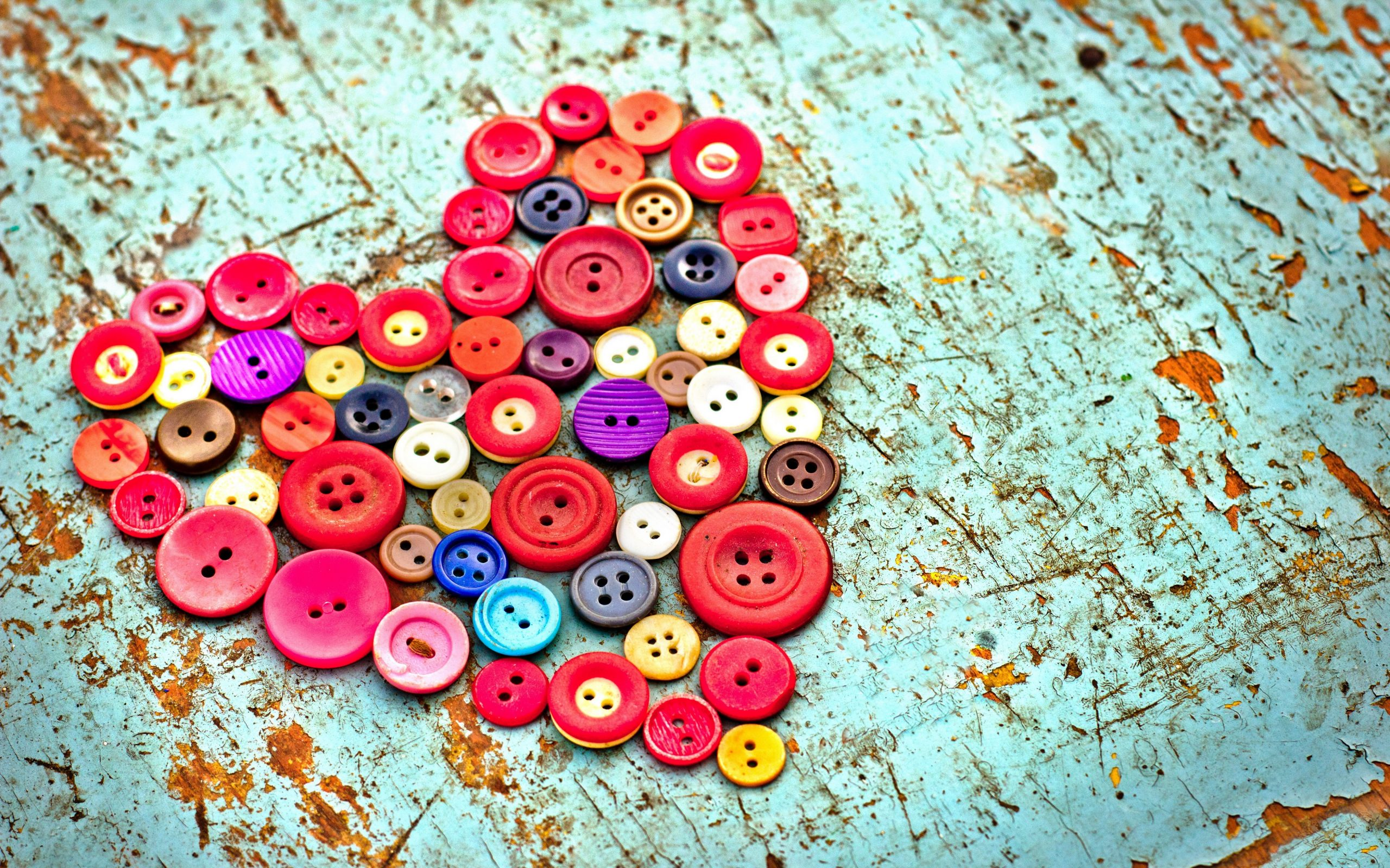 buttons heart wooden background x