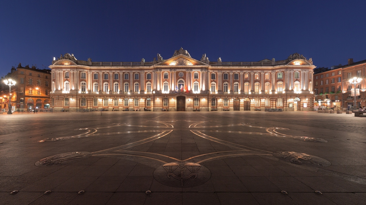toulouse city square night france x