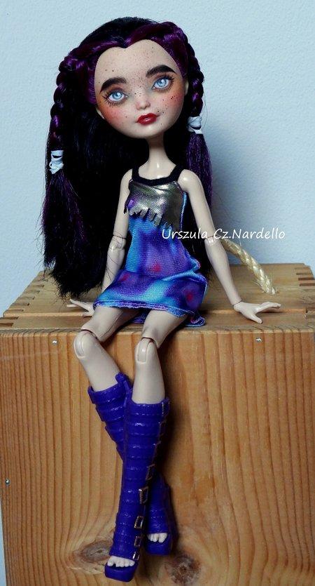raven -ever after high/monster high repaint ooak doll art painting