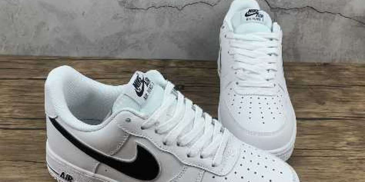 Nike Air Force 1 07 White Black Sneakers