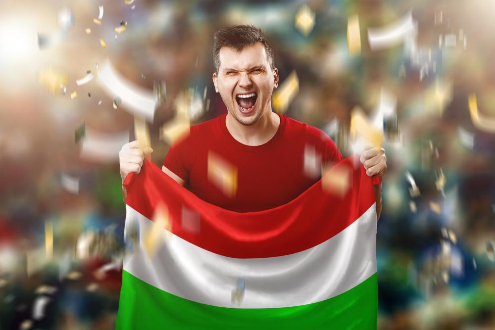 Magyarország szurkolója zászlóval a kezében